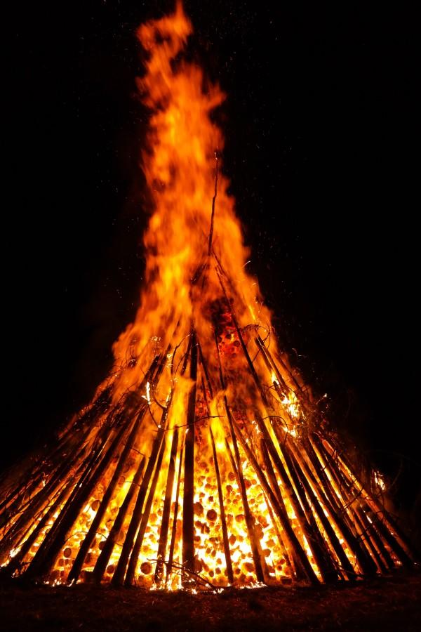 fogata, fuego, pila, nadie, madera, noche,