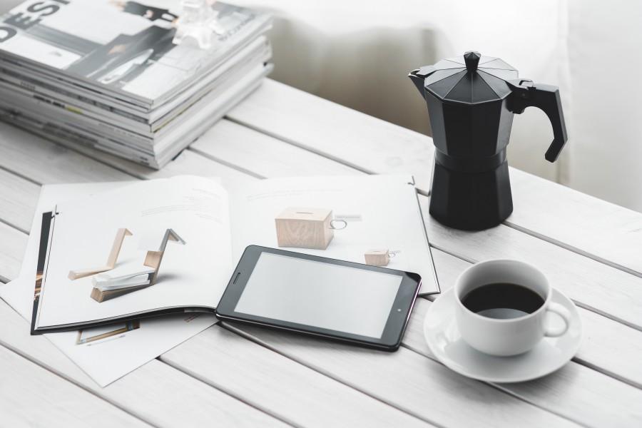 tecnología, digitales, comprimido, tableta digital, equipo, dispositivo, negro, blanco, escritorio, café, copa, revista, revistas, trabajo, espacio de trabajo ,relax, momento de ocio