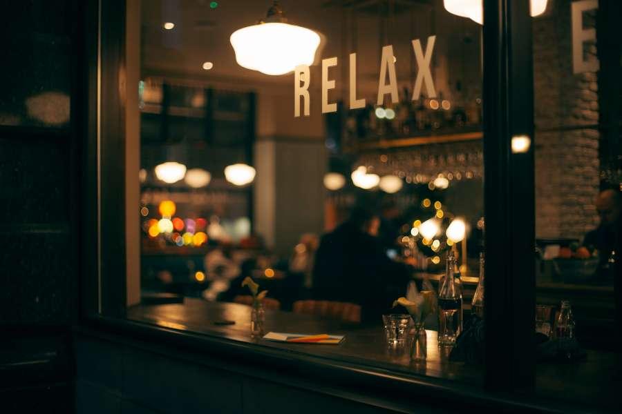 bar, interior, relax, vidriera, restaurant, gente, noche, nocturno, barra, luces, iluminado,