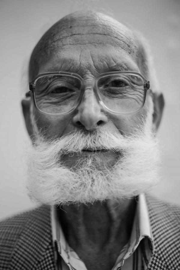 hombre, adulto, anciano, barba, blanco y negro, lentes, primer plano, sereno, rostro, retrato, 70 años,