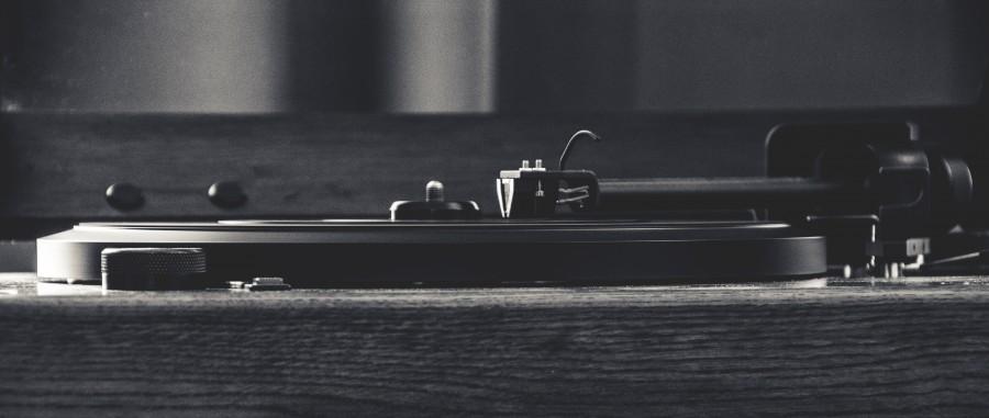 fonola, musica, disco, toca disco, toca, discos, aguja, vinilo, pasta, bandeja, vintage, antiguo, blanco y negro,