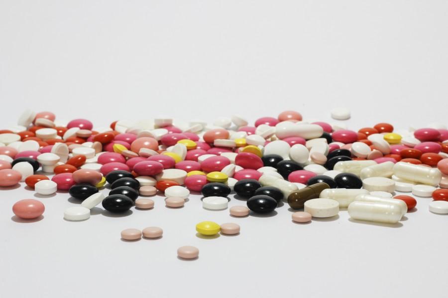 pastilla, pastillas, pildoras, pildora, medicamento, medicina, fondo  blanco, adiccion,  salud, industria, quimico, varidad, mucho,