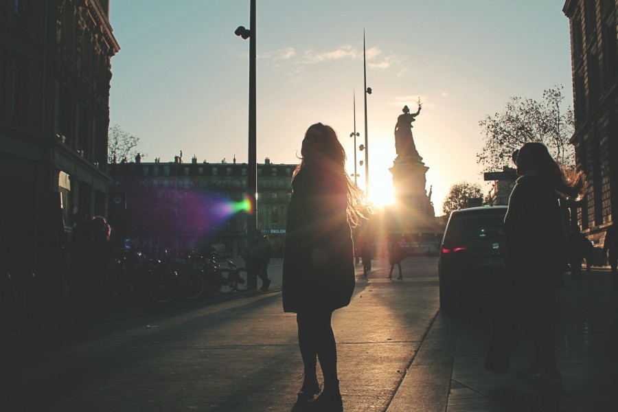 rayo de sol, mujer, estatua, calle, invierno, urbano, mañana, fresco, dia, viaje, viajar, monumento, visita, actividad, exterior, una persona,