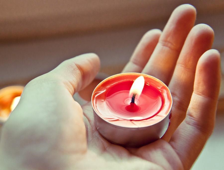 mano, vela, sostener, fuego, encendido, concepto, hombre, gente, mujer, rojo, primer plano, detalle,