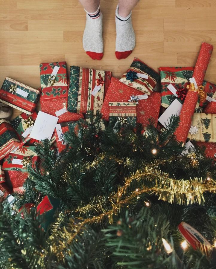 regalos, navidad, arbol, navideño, niño, mirando, esperando, deseo, tradicion, una persona, medias, calcetines, joven, niñez,