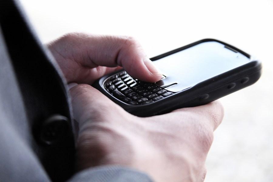 mano, telefono, celular, mensaje, texto, escribir, ejecutivo, enviar, conectividad, internet, negocios