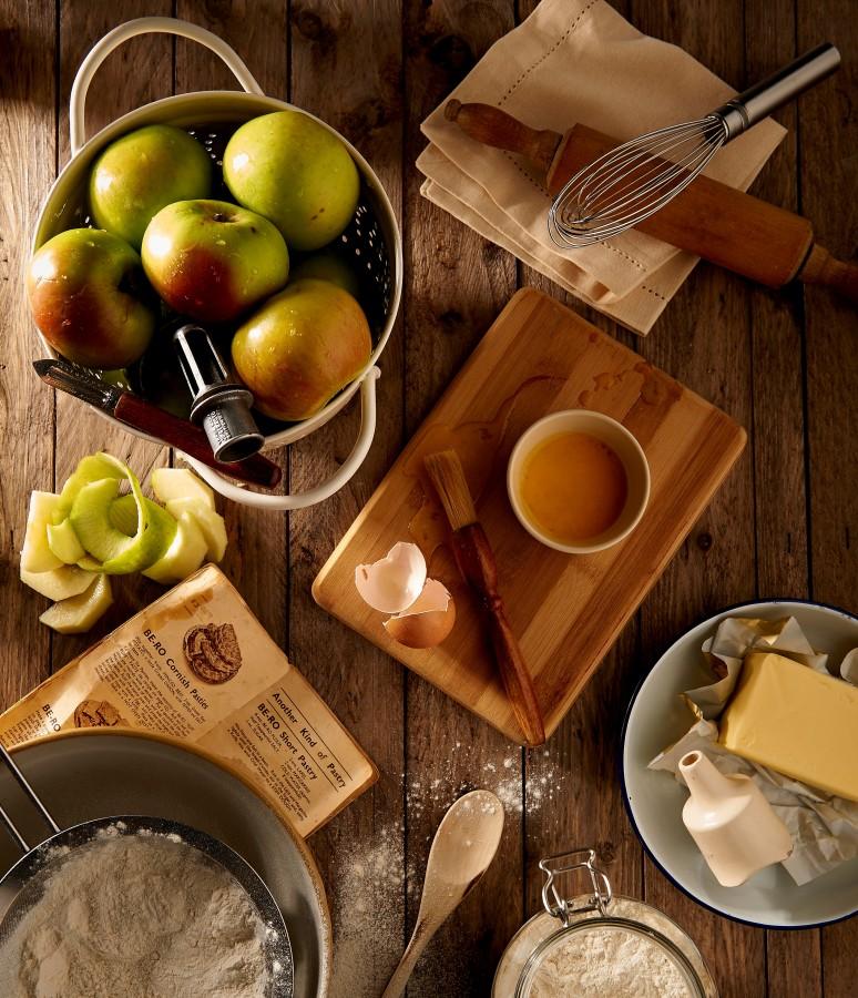 pastel, manzana, torta, ingredientes, harina, manteca, cocina, cocinar, huevo, batidor, utensillos, receta,