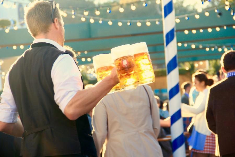Oktoberfest, fiesta, cerveza, camarero, bebida, festejo, celebracion, chops, bar, celebrar,