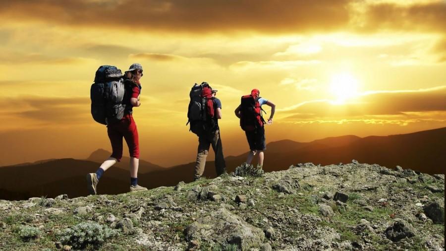 trekking, tres, personas, gente, adultos, actividad, deporte, mochila, mochilero, atardecer, paisaje, montaña, travesia, aventura, caminar, senderismo
