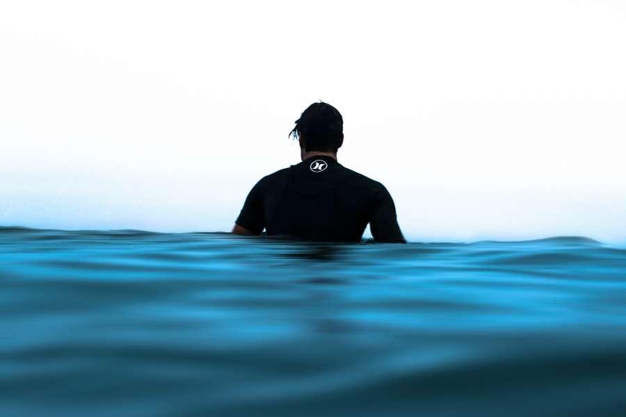agua, azul, mar, fondo, background, surf, una persona, surfer, tropical, costa, deporte, tranquilidad, flotar, flotando, esperando, calma,