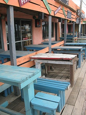 imágenes gratis restaurant,vista de frente,dia,exterior,mesa,mesas