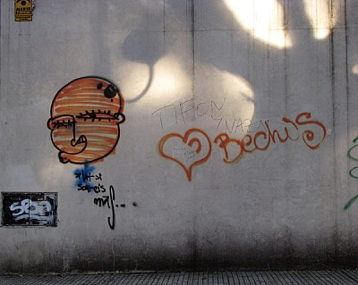 graffiti,pared,vista de frente,atardecer,luz,luces