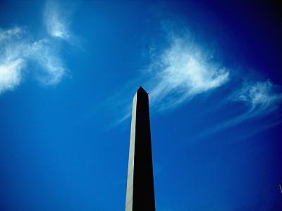 Obelisco en Buenos Aires a contra luz