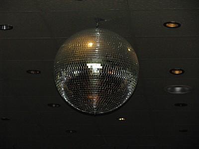 imágenes gratis bola de boliche,bola,boliche,diversion,luz,luces,r