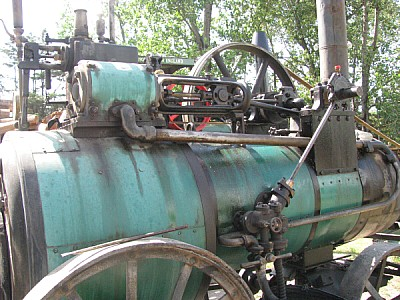 imágenes gratis tractor,maquina,maquinaria,motor,vista de frente,v