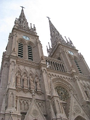 argentina,buenos aires,lujan,iglesia,catedral,arqu