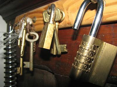 llave,llaves,llavero,llaveros,candado,seguridad,ce