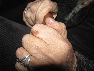 imágenes gratis una persona,gente,mujer,mano,manos,viejo,vieja,pas