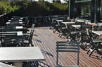 imágenes gratis ,mesa.mesas,restaurant,exterior,nadie,vacio,silla,