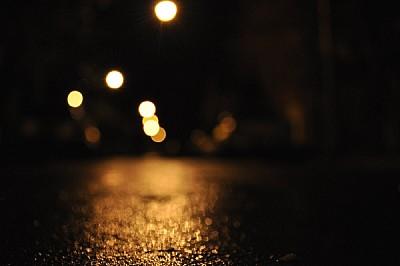 imágenes gratis ,calle,noche,mojado,luz,luces,fuera de foco,nadie,