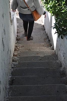 imágenes gratis exterior, escalera, oscuro, sombra, de dia, mujer,