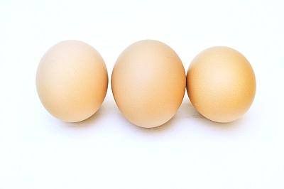 Tres Huevo Colorado