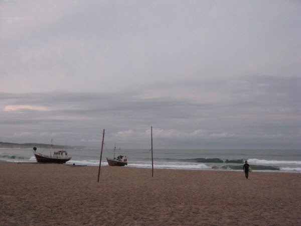 mar,cielo,vista de frente,nube,nubes,atardecer,verano,barco,barcos,embarcacion,embarcaciones,viejo,antiguo,pesca,pesquero,pesquera,industria,local,artesanal,playa,