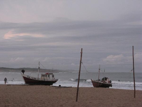 mar,cielo,vista de frente,nube,nubes,atardecer,verano,barco,barcos,embarcacion,embarcaciones,viejo,antiguo,pesca,pesquero,pesquera,industria,local,artesanal,playa,nadie,