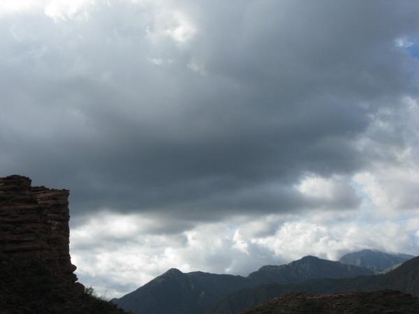 Argentina,la rioja,paisaje,talampaya,dia,aire libre,exterior,montaña,montañas,cielo,nube,nubes,tormenta,mal tiempo,
