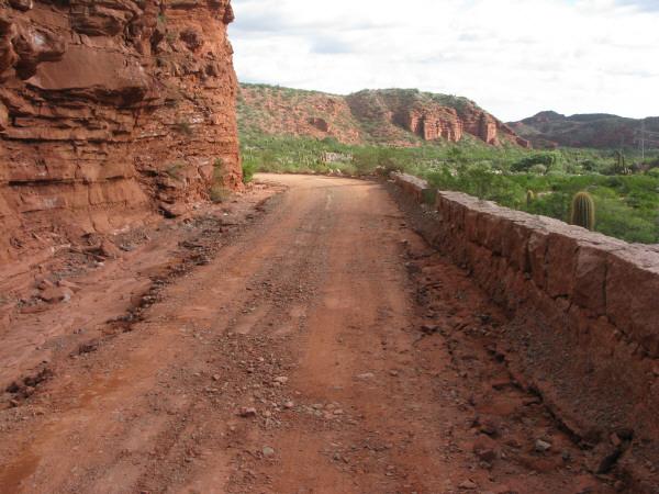 Argentina,la rioja,paisaje,talampaya,dia,aire libre,exterior,montaña,montañas,camino,calle,tierra,