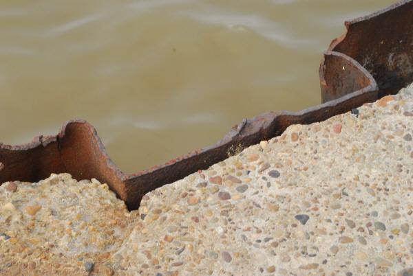 metal,oxido,vista de frente,viejo,antiguo,fondo,background,humedo,liquido,agua,