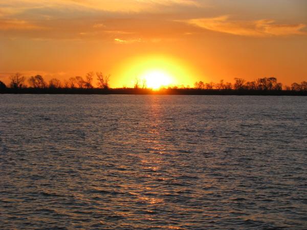 rio parana,parana,paisaje,atardecer,ocaso,puesta de sol,costa,sol,vista de frente,