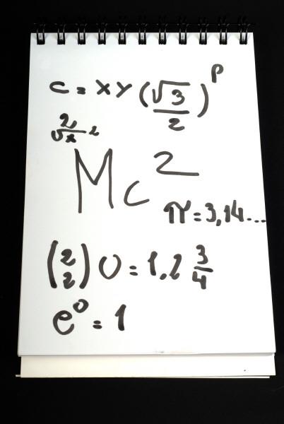 prod03,nota,notas,anotador,formula.formulas,matematica,blanco,negro,resaltador,cuenta,cuentas,numero,numeros,nadie,objeto,educacion,dificil,dificultad,inteligencia,inteligente,concepto,