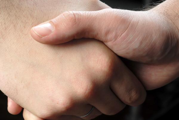 prod03,trato,acuerdo,mano,manos,apreton,apreton de mano,cierre,cerrando,cerrar,confianza,negocio,negocios,negociar,finanza,finanzas,confiar,concepto,dos personas,