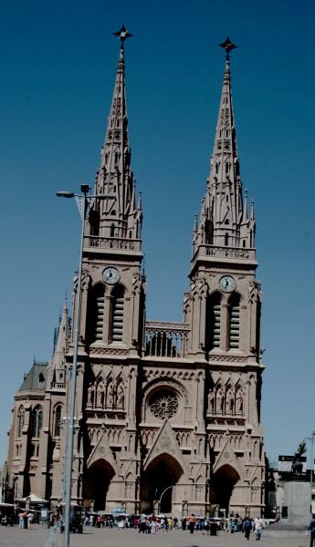 prod04,lujan,buenos aires,argentina,dia, aire libre,exterior,catedral,iglesia,religion,arquitectura,gotico,gotica,
