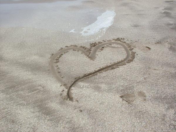 Mensajes De Amor Escritos En La Arena: Imagen Gratis De Playa,arena,corazon,escrito,amor,concepto