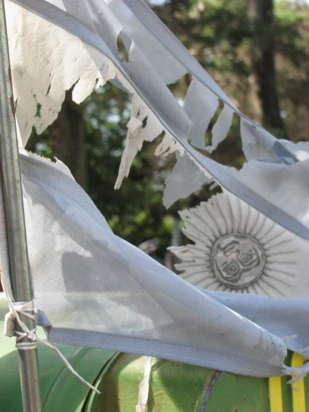 bandera,argentina,vista de frente,roto,rota,desgaste,viejo,antiguo,dia,exterior,simbolo,nacion,,prod05