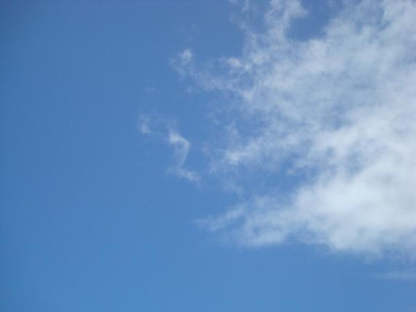 cielo,cielos,nadie,vista de abajo,nube,nubes,azul,naturaleza,blanco,azul,aire,dia,exterior,,prod05