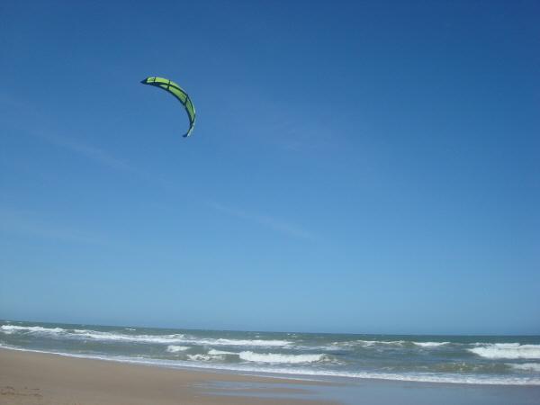 playa,verano,uruguay,dia,aire libre,exterior,nadie,parapente,deporte,volar,volando,cielo,vacaciones,extremo,color,colores,mar,costa atlantica,punta del diablo,relax,viento,,prod05