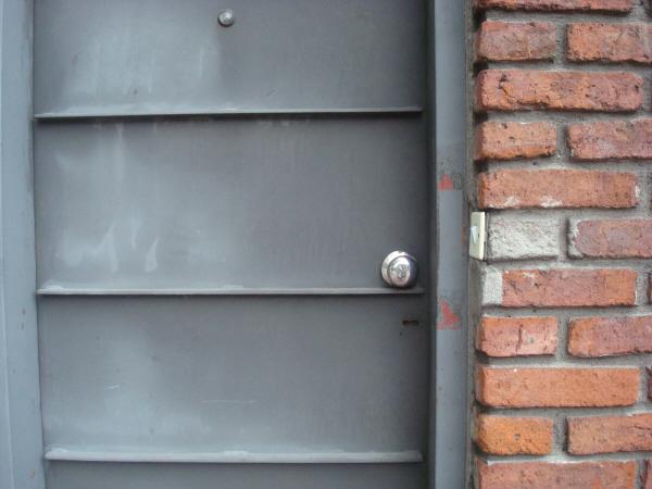 Imagen de puerta puertas metal picaporte picaportes plata for Fotos de puertas de metal