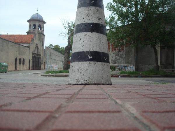 uruguay,exterior,verada,calle,iglesia,paisaje,urbano,cemento,pilote,nadie,exterior,dia,,prod05