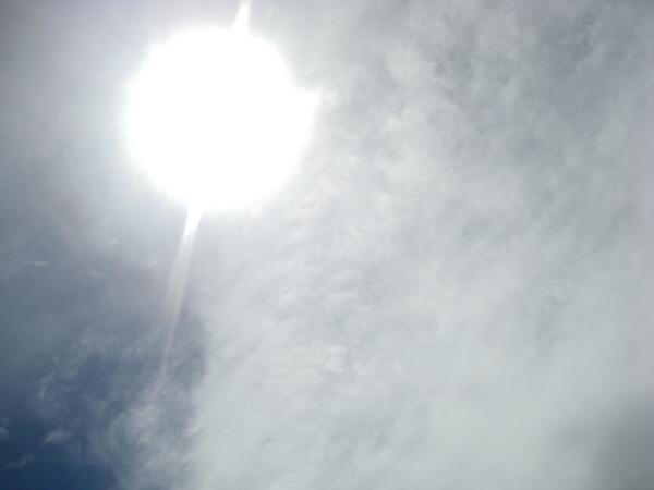 cielo,cielos,nadie,vista de abajo,nube,nubes,azul,naturaleza,blanco,azul,aire,dia,exterior,sol,verano,reflejo,,prod05