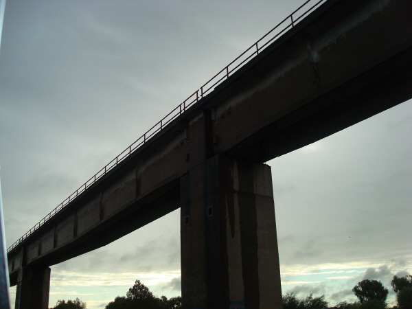 puente,argentina,vista de abajo,sombra,sombras,atardecer,puesta de sol,uruguay,dia,arquitectura,nadie,,prod05