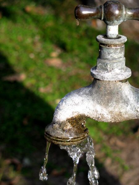 Imagen De Canilla Canillas Grifo Agua Metal Exterior Pared