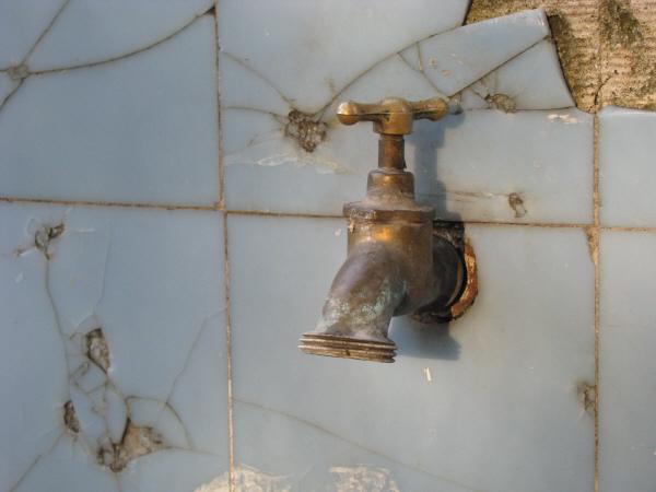 Imagen De Canilla Canillas Grifo Agua Metal Interior Pared