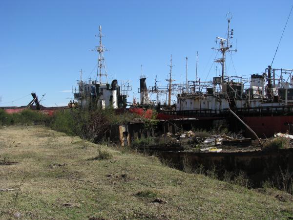prod06,barco,hierro,oxido,abandono,astillero,nadie,piso,apoyo,hierro,metal,fondo,background,