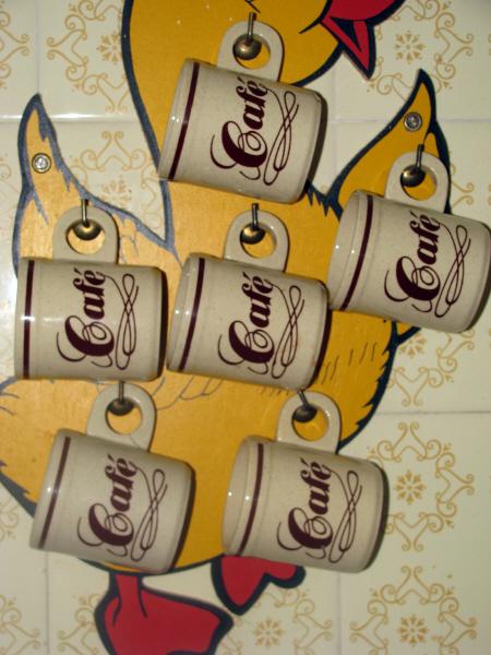prod06,interior,cocina,pared,colgar,colgado,colgando,taza,tazas,taza de café,tazas de café,café,posillo,posillos,nadie,primer plano,ceramica,ceramico,