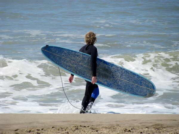 prod06,america,sudamerica,america del sur,argentina,buenos aires,costa atlantica,mar del plata,costa,una persona,gente,hombre,joven,20 años,25 años,surf,verano,vacaciones,deporte,surf,verano,vacacioneser,surf,verano,vacacioneseando,tabla,extremo,riesgo,ac