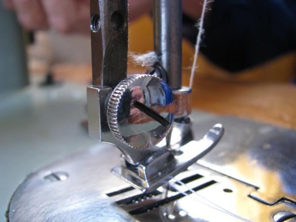 prod06,aguja,maquina de coser,cocer,cosiendo,costura,metal,primer plano,herramienta,herramientas,taller,nadie,objeto,objetos,