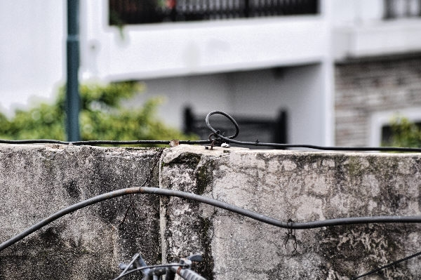 ,prodjune2010,medianera,pared,nadie,separacion,dividir,cable,cableado,electricidad,urbano,viejo,paso del tiempo,antiguo,muro,ciudad,